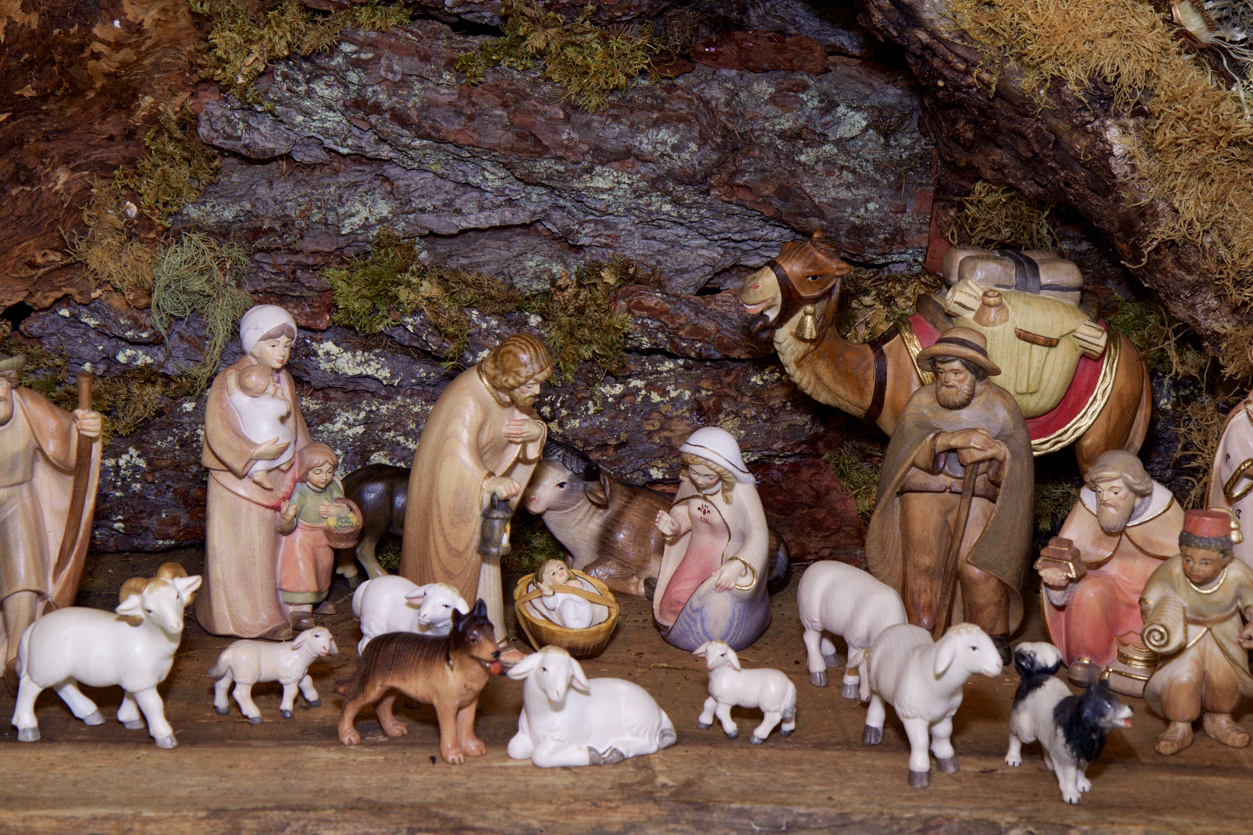 christmas-crib-figures-1080132